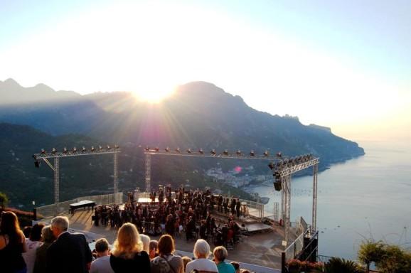 War Silence, per pianoforte e orchestra, Belvedere di Villa Rufolo, Salerno; Ravello Festival 2015, 11 agosto, ore 4:45