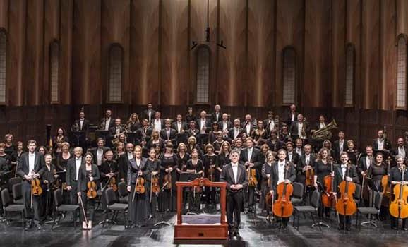 """Charles Donelan, La prima esecuzione del concerto doppio dell'Orchestra sinfonica di Santa Barbara. Il """"Machpela"""" di Carrara fa dialogare violino e violoncello, «Santa Barbara Indipendent», 14 gennaio 2016."""
